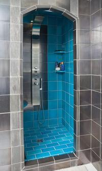 Contemporary shower combining Black Metal and the lagoon